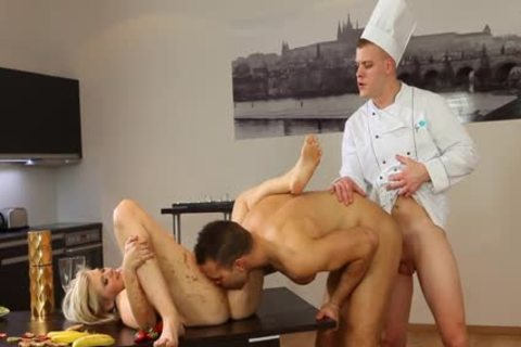 Hunk Facial In ambisexual three-some