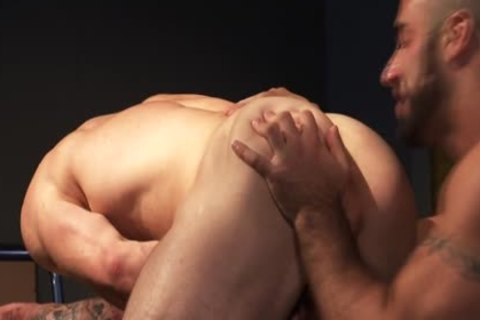 pumped up Hunk Bigcock spunk