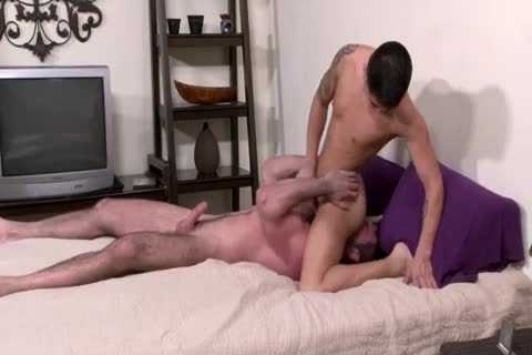 Hung twink Stuffs A Youngin Full Of raw penis