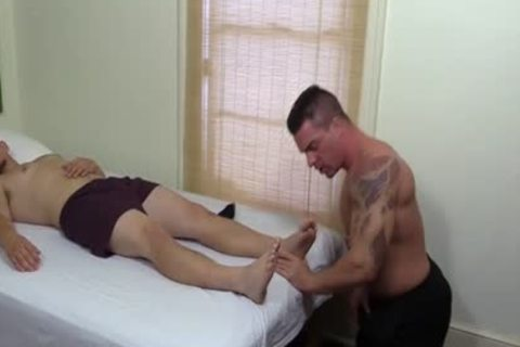 Tattooed And brawny Hunk Swallows His superlatively admirable Blokes Feet