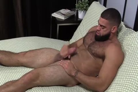 muscular Ricky Larkin jerking off Off whilst Toes Are Sucked