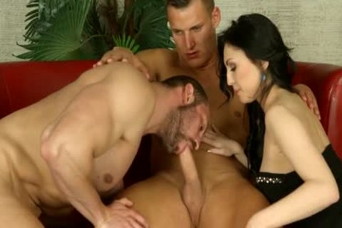 bisexual Muscle threesome