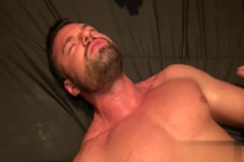 Muscle Bear raw With sperm flow