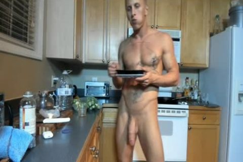 Hung brawny dude Showing Off In The Kitchen