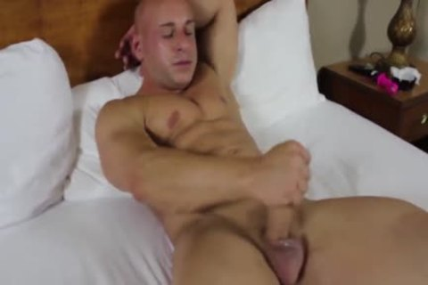 Stocky Muscle Bald wank And Play With sextoys